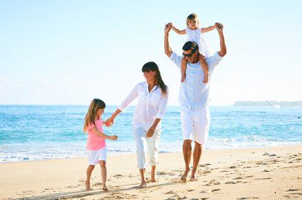 51689355-0-happy-family-on-the-.jpg