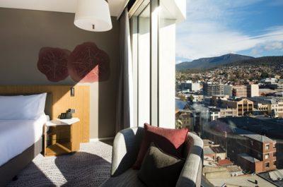 Crowne-Plaza-Hobart-guest-room.jpg